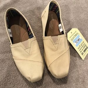 Women's Toms size 7 New